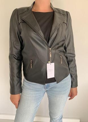 Чёрная куртка с эко-кожи