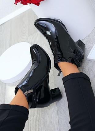 Ботинки лаковые деми