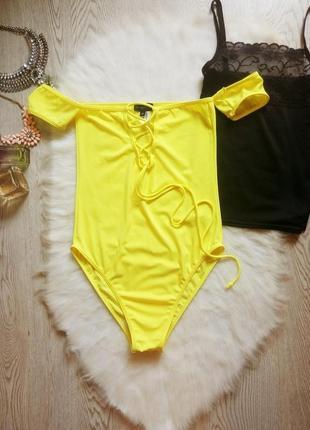 Цельный желтый сдельный купальник шнуровкой рукавами открытые плечи высокая талия посадка