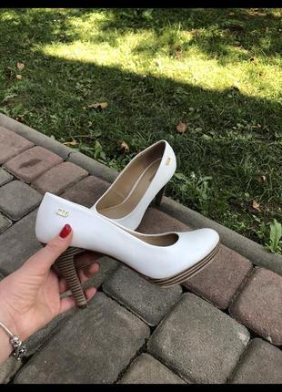 Туфли белые 38
