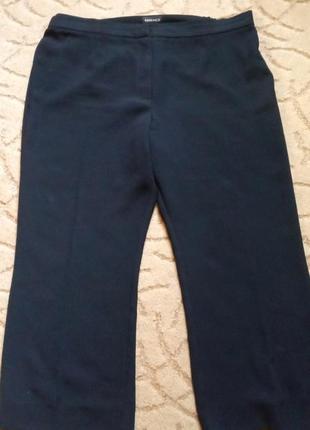 Плотные брюки essence большой размер 20-22