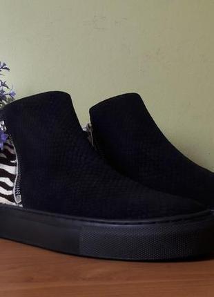 Стильные женские ботинки hobbs