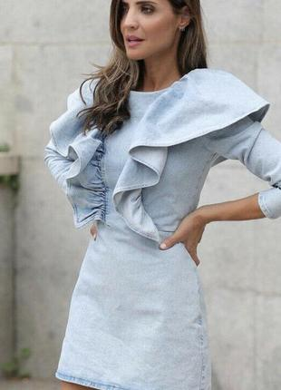 Джинсовое платье с рюшами zara m