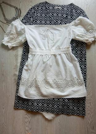 Белая длинная футболка блуза с открытыми плечами ажурной вышивкой туника вышиванка