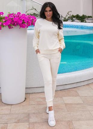 Молочный белый спортивный костюм прогулочный осень