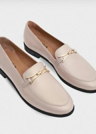 Стильные бежевые туфли braska
