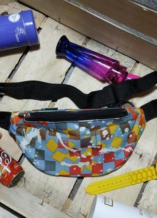 Молодежная сумка-бананка, поясная сумка с ярким принтом абстракция