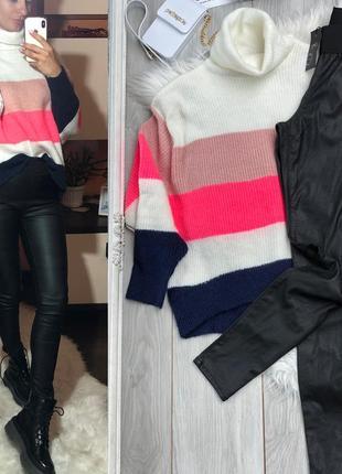 Шерстяной свитер с кожаными лосинами