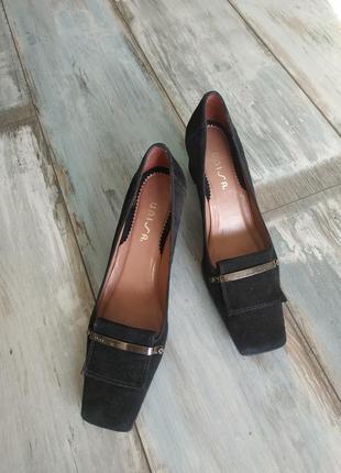 Замшевые испанские туфли uniss