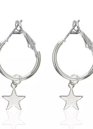Маленькие серьги серебристые с подвеской звезда сережи