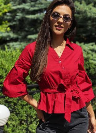 Интересная блуза с объемными рукавами и поясом