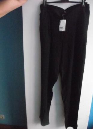 Черные повседневные летние брюки из натуральной ткани зауженные к низу