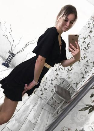 Чорне плаття з рюшами
