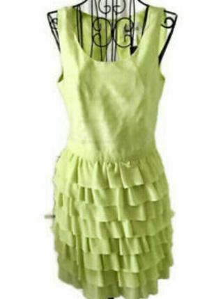 Чудесное яркое платье с рюшами- воланами