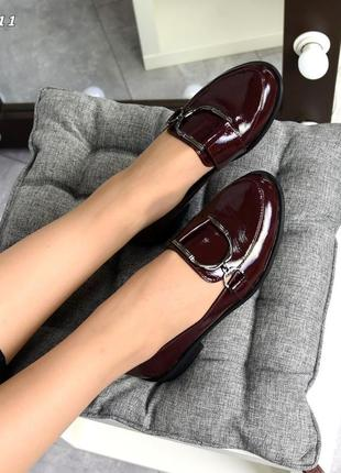 Акцентные туфли -лоферы с лаковой кожи код:кк