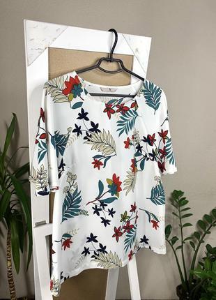Лёгкая блуза с ярким принтом