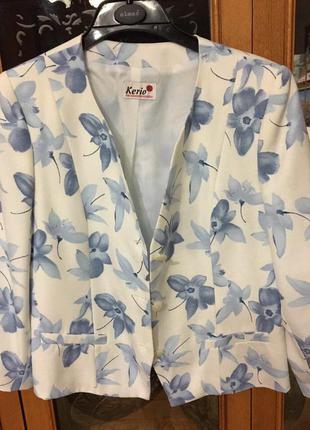 Костюм женский летний с синимы цветами