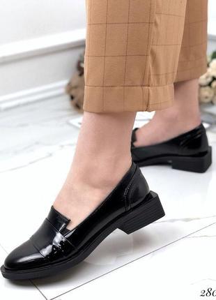 Туфли натуральные лакированные на низком каблуке toto
