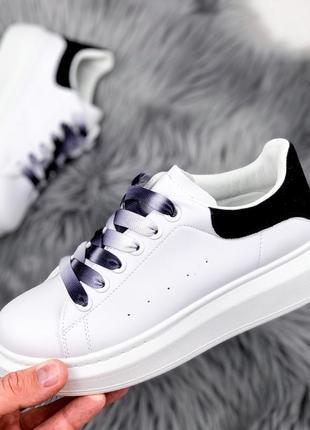 Новые шикарные женские белые кроссовки с чёрной пяткой