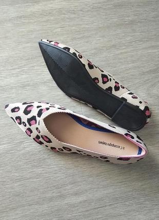 Лёгкие тканевые остроносые балетки в леопардовый принт, туфли