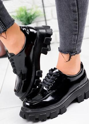 Новые женские лаковые чёрные туфли