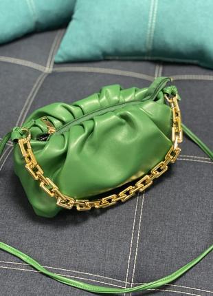 Яркая сумочка,самая популярная моделька!)