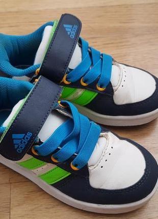Оригинальные кроссовки adidas очень легкие