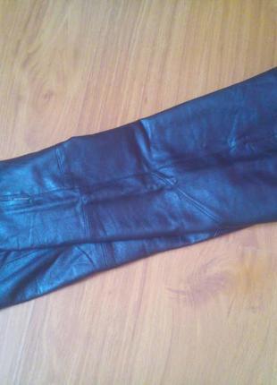 Натуральные кожаные 100%  короткие штаны с замочками  по бокам!