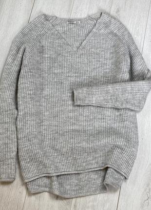 Серый свитерок свободного фасона stradivarius
