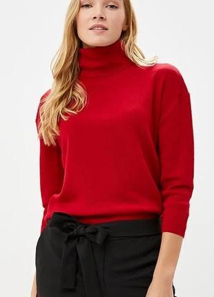 Красный свитер гольф