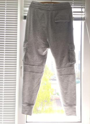 Серые спортивные штаны divided
