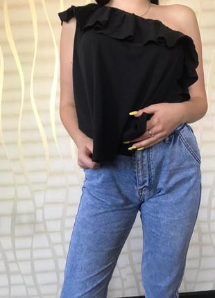 Асиметрична блуза на одне плече