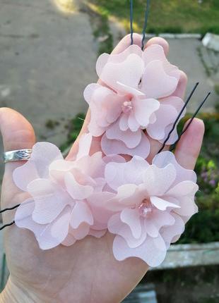 Шпильки с цветами из ткани