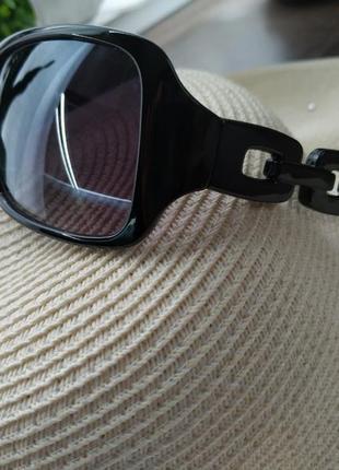 Очки солнцезащитные актуальные