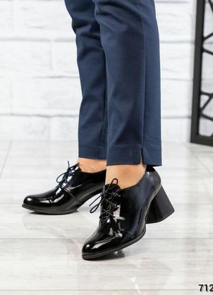 Женские туфельки на шнуровке