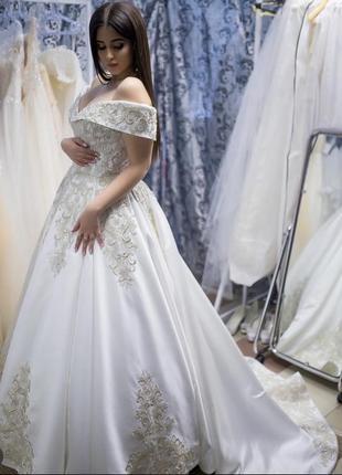 Нова весільна сукня