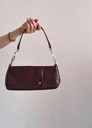 Винтажная сумка багет на плечо бордового цвета лаковая из эко кожи