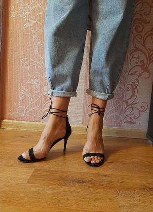 Трендовые босоножки с шнуровкой