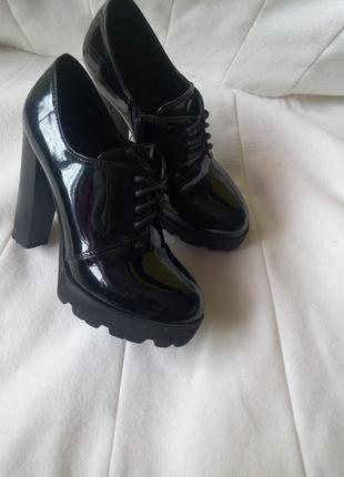 Туфли лакированный