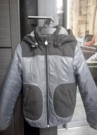 Стильная деми куртка для мальчика в школу
