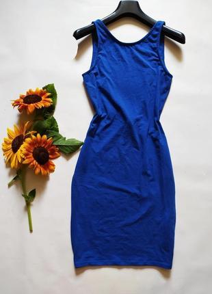 Облегающее трикотажное платье с открытой спинкой