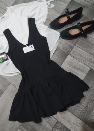 Блестящее платье с оборками по низу на маленькую девушку ,есть дефект