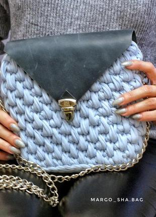 Голубая вязання сумка из трикотажной пряжи