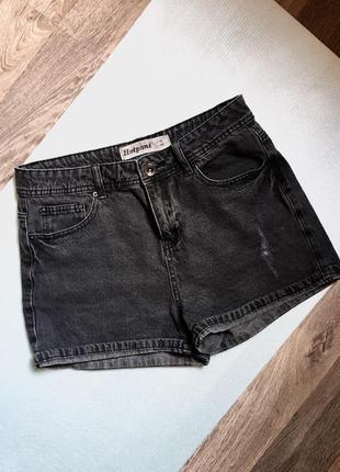 Красивые джинсовые шорты черно-серые