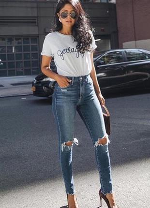 Идеальные джинсы на высокой посадке с дырками