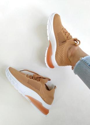 Персикові м'які кросівки
