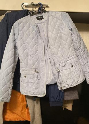 Легкая голубая куртка ostin