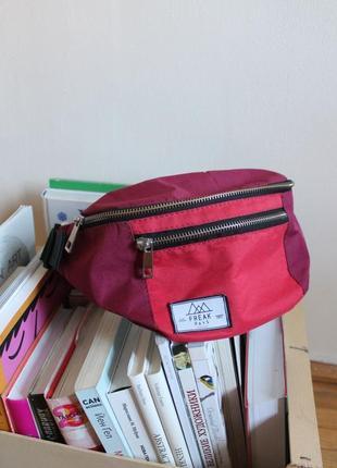 "Яркая красно-бордовая спортивная поясная сумка бананка ""freak days"""