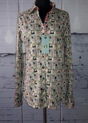 Рубашка в газетный принт