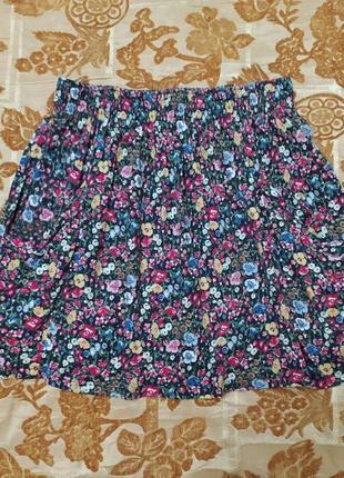 Симпатичная юбка с карманами в цветочек, сост. отличное. размер л. сток!